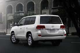 japanese vehicles toyota refreshed toyota land cruiser debuts in japan