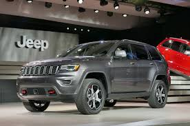 jeep cherokee grey 2017 2017 jeep grand cherokee adds trailhawk updates summit packages
