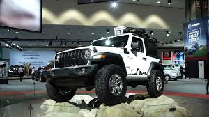 christmas jeep silhouette all new 2018 jeep wrangler modernizes an off roading icon