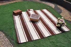 decor u0026 tips picnic rug with picnic baskets and floral