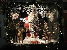 how to create an attractive retail window display