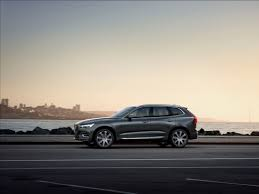 2017 volvo v90 t4 gets cheaper with 190 hp 2 0 liter base engine