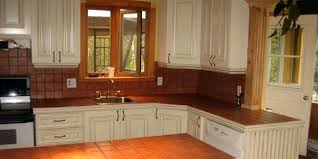 armoire en coin cuisine rafraîchir sa cuisine à faible coût léger le coin