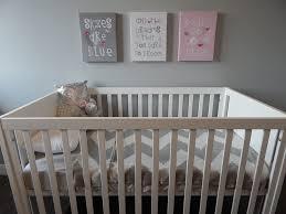 aménager chambre bébé astuces aménager la chambre parentale quand bébé y dort aussi