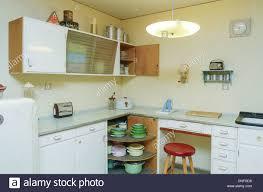 küche 50er wohnung im 50er jahre stil küche stockfoto bild 64881076 alamy