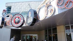 halloween horror nights burger king universal citywalk food court bk whopper bar moe u0027s southwest
