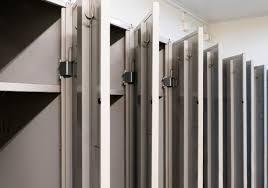 file lockers in locker room 1 jpg wikimedia commons