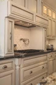 White With Brown Glaze Kitchen by Best 25 White Glazed Cabinets Ideas On Pinterest Glazed Kitchen