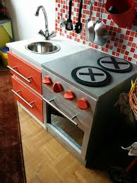 fabriquer une cuisine en bois pour enfant diy construire une cuisine pour enfant sur une base ikéa