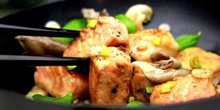 cuisiner avec un wok recette wok saumon legumes un site culinaire populaire avec des