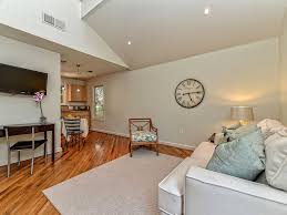 walk to downtown austin acl town lake sx vrbo 32 tv and desk for working