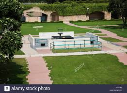 grave site of mahatma gandhi ashes were buried in raj ghat in new