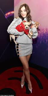 Puppy Makeup Halloween by Hailee Steinfeld Revels In The Puppy Love At Iheartradio Music