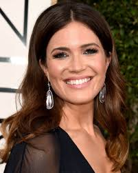 mandy moore to host costume designers guild awards