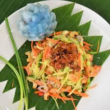 cuisine tha andaise la salade de mangue verte est un condensé des saveurs et textures si