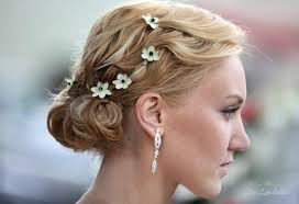 wedding flowers in hair wearing tiny flowers in your hair for a wedding look the