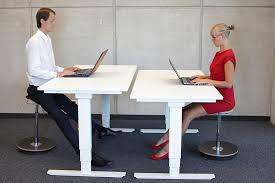 position assise bureau 5 conseils malins pour une meilleure position assise sur votre