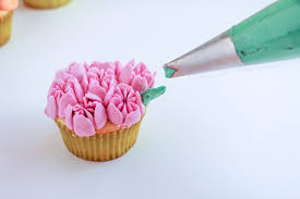 russian piping tips tutorial u2013 how to use flower piping tips