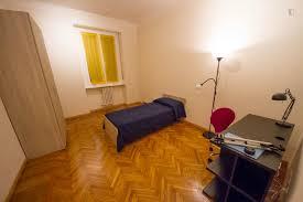 room for rent in via spinoza erasmus milan
