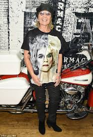new look for roseanne barr 2015 with blonde hair roseanne barr speaks out about bill cosby sexual assault allegations
