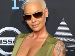 story pubic hair hazing leslie jones just made the most awkward joke about amber rose s bush