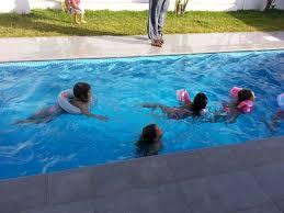 ein swimming pool im garten der traum unzähliger menschen