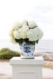 White Hydrangeas Ceremony Décor Photos White Hydrangeas In Blue U0026 White Vase