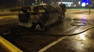 si e auto auchan giugliano paura ad auchan auto alle fiamme nel parcheggio