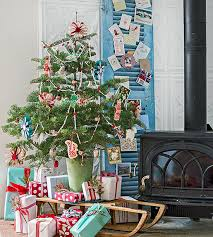 Patio Window Christmas Decorations by Holiday Decorating Ideas For Small Spaces