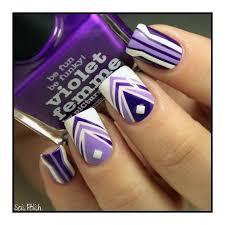 figuras geometricas uñas uñas moradas sencillas elegantes y muy femeninas uñas moradas