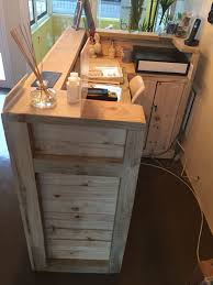 Hairdressing Reception Desk Reception Desk Made From Palettes Pallet Desk Pinterest