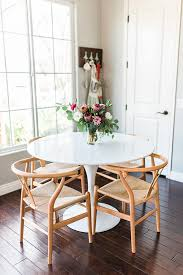 Tulip Table And Chairs Touring Alexis Andra U0027s Textural Plant Filled Home Plants