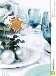 Christmas Dinner Centerpieces - blue christmas dinner table setting with glass dome centerpiece