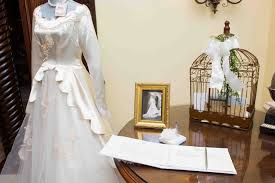 display wedding dress reception décor photos vintage wedding dress display inside