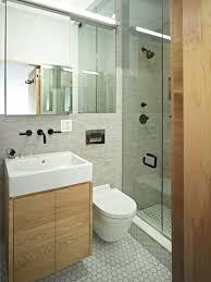 badezimmer klein badezimmer klein ideen die besten 25 schmales badezimmer ideen