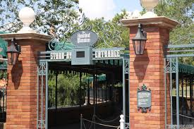 new haunted mansion entrance signage for fastpass and standby