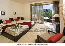 la chambre en espagnol banque de photo moderne chambre à coucher à grand lit et