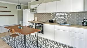 coté maison cuisine amenagement de cuisine ouverte avec carreaux ciment cote maison