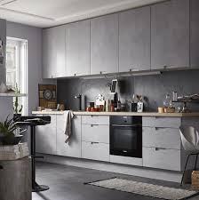 facades cuisine idée relooking cuisine avec ses façades effet béton gris nuancé