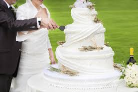 budget wedding cakes budget wedding cakes ideas articles easy weddings