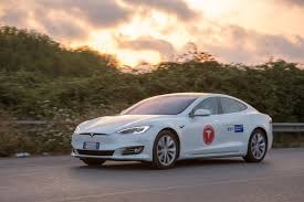 italian tesla drivers set distance record after driving model s