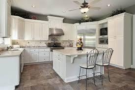 cuisine blanche classique design interieur cuisine blanche classique ilot bar sol dalles
