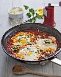 cuisine avec des oeufs œufs frits à la sauce tomate régal