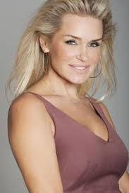 natural color of yolanda fosters hair yolanda foster debuts a chiseled bob style for her 50th birthday