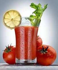 konsumsi jus tomat saat diet dapat membantu Anda lebih cepat menghilangkan lemak