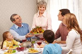 family at thanksgiving dinner how to not overindulge during thanksgiving healthy kids today