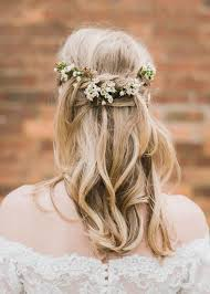 bridal flowers for hair barn for a rustic wedding with festoon lights