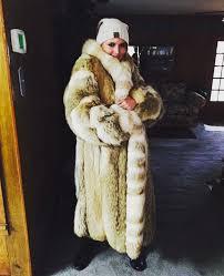 fur christmas miranda lambert bundles up in one of 2 fur coats she got for
