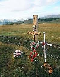 roadside crosses 45 best roadside memorials images on graveyards