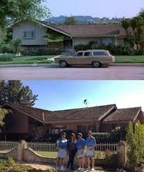 the real brady bunch house los angeles california the brady bunch house love the green orange tulip table favorite